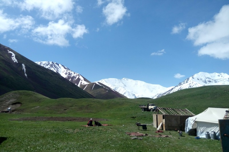 tulpar-kul-yurt-camp-4.jpg