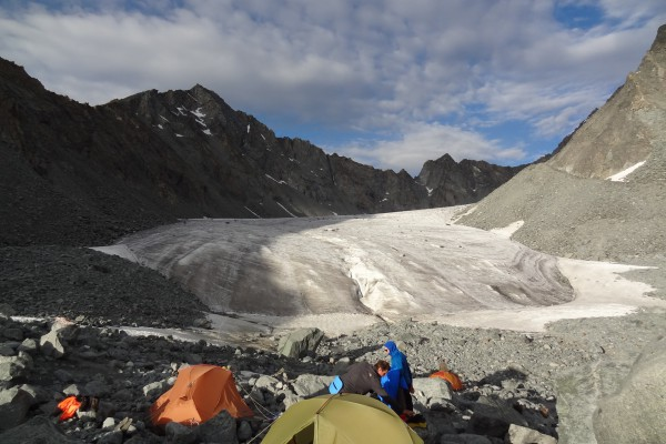 tomskie-nochevki-view-on-the-arbuz-glacier.jpg